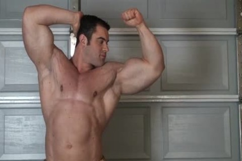 Muscle stud in nature's garb Stripping