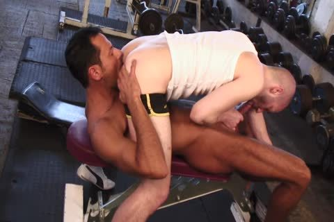Tanned guy Nails sweet lad's ass In The Gym