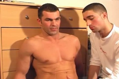 Full clip: A blameless straight Neighbour Serviced His large ramrod By A twink!
