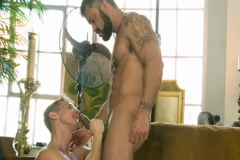 Rogan Richards pounds Darius Ferdynand