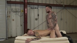Warehouse Chronicles: Boot villein - anal Lovemaking