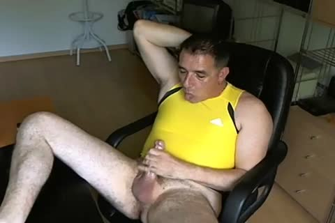 Yellow shirt and poppers